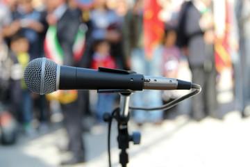 microfono al sindaco