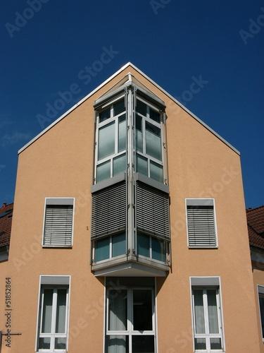 Moderne Fassade mit dreieckigem Erker in Oerlinghausen