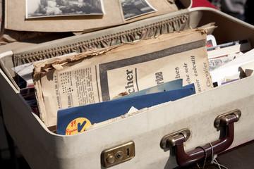 Koffer auf dem Flohmarkt