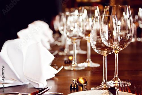 Festlich gedeckter Tisch - 51871041