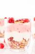 müsli dessert mit himbeeren