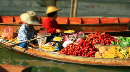 Le marché flottant de Damnoen Saduak en Thaïlande