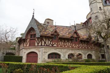 Château de la Rochepot au toit coloré