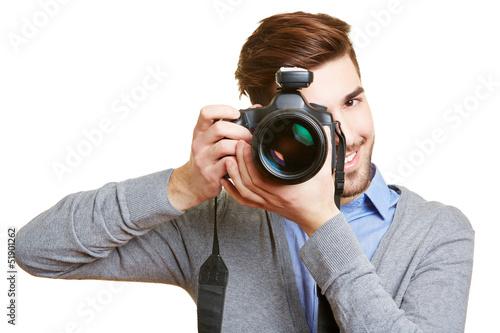 Lachender Hochzeitsfotograf mit Kamera