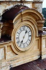 orologio su chiesa