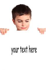 bambino con cartellone bianco