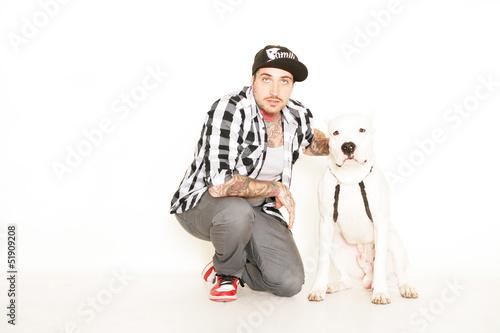 tätowierter Mann mit Hund Poster