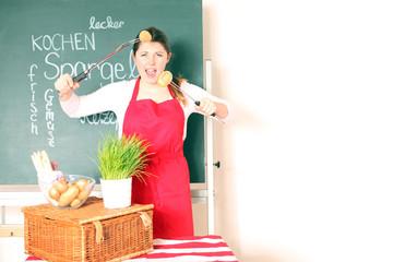 junge Frau mit Gemüse