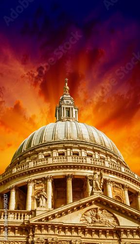 wspaniale-kolory-nieba-nad-katedra-sw-pawla-lond