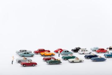 Viele Autos stauen sich auf der Straße