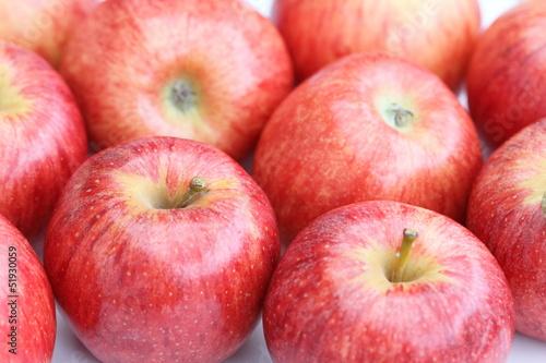 Wiele czerwonych jabłek