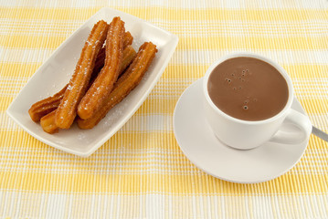 tipico desayuno español chocolate con churros