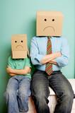 Mann und Kind protestieren