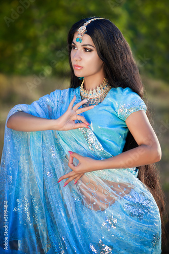 indian woman bellydancer