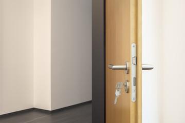 Tür mit Schlüssel © Matthias Buehner