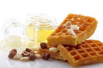 Cialda con miele ,nocciole e mandorle