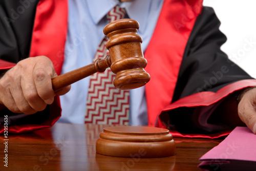 Leinwanddruck Bild Judge striking the gavel to keep silence