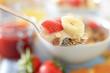 Haferschleim mit Müsli und Früchten