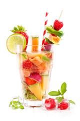 frischer fruchtiger Sommer Cocktail, Bowle