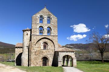 Iglesia romanica de San Salvador de Cantamuda (Palencia)