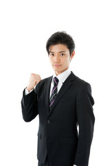 片手でガッツポーズをする若いビジネスマン