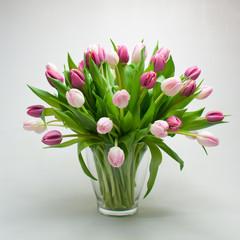 Tulpen Blumenstrauß in Glasvase
