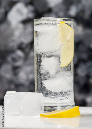 Bicchiere d'acqua - Glass of water