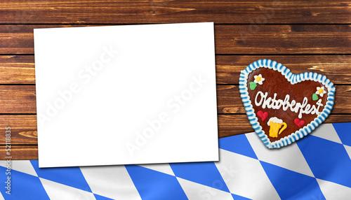 Banner Oktoberfest auf Holz mit Fahne und Lebkuchenherz