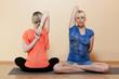 Yoga  - Junge attraktive Frauen beim Yoga