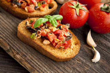 Bruschetta with tomatoes and tuna