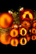 weihnachtsdekoration kugeln in orange rot Matt silber glänzend
