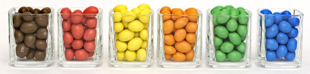 Bonbons rangés par couleurs