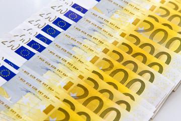Zweihundert Euroscheine - Reihe