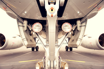 Undercarriage of aircraft, symmetric
