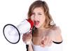 Junges Mädchen mit Megafon schreit