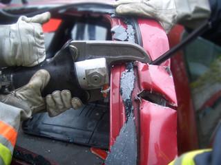 Feuerwehr Auto zerschneiden