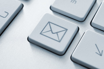 Internet email communication button