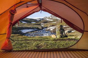 Ausblick aus einem Zelt in der Hardangervidda, Norwegen