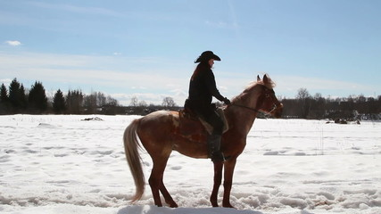 Girl cowboy on a horse - a step backwards