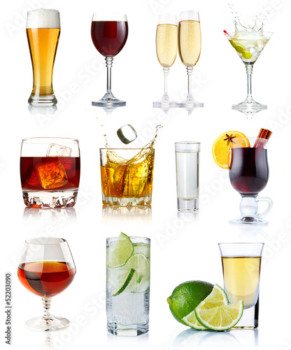 Plexiglas Bar Set of alcohol drinks in glasses isolated on white