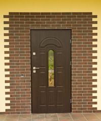 вариант оформления входной двери