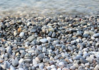 sassi sulla spiaggia