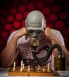 mann mit gasmaske beim schachspielen 6