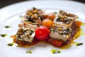 Thon, poisson, tomate, légume, jus, sauce, plat cuisiné