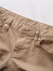 茶色のジーンズ