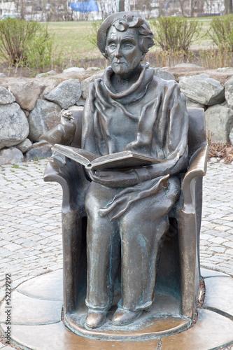 Leinwanddruck Bild Monument to the writer