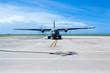avion militaire sur lr tarmac