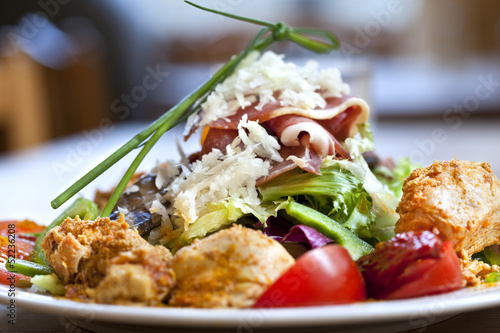 Salade, hors d'œuvre, plat, poulet, légumes, complet