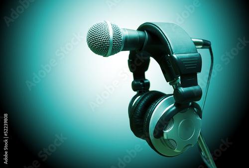 concepto de musica .Microfono y auriculares