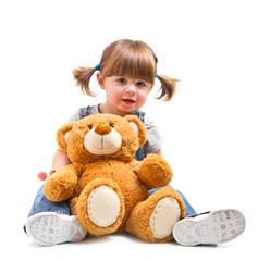 bambina sorridente con orsacchiotto
